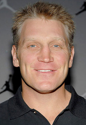 Hire Brett Hull for an event.