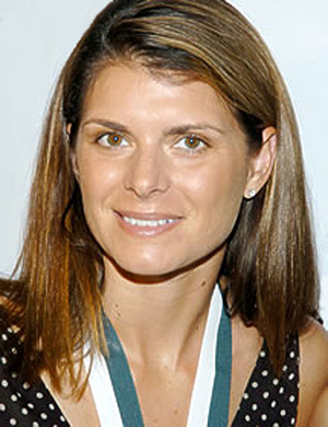 Hire Mia Hamm for an event.